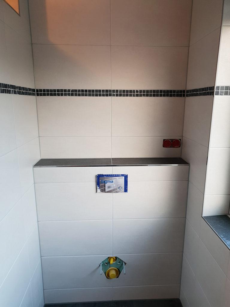 Badezimmer mit Mosaikleiste